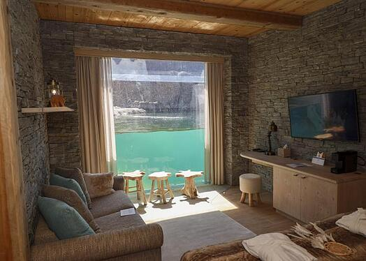 Pairi Daiza white bear house interior